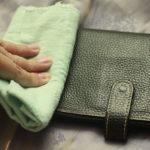 Ефективні способи очищення шкіряного гаманця і типові помилки